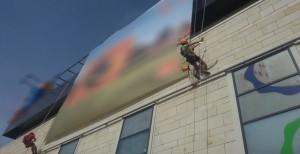 Cine schimba reclamele de pe panouri din Suceava?