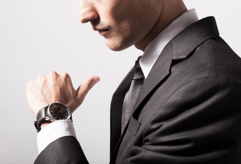 Barbat fashion cu ceas