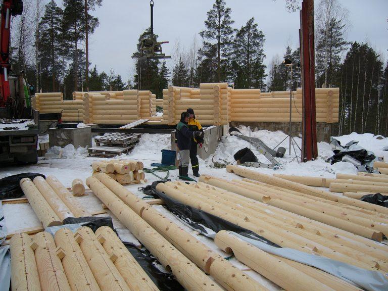 Construcţia unei case din lemn rotund