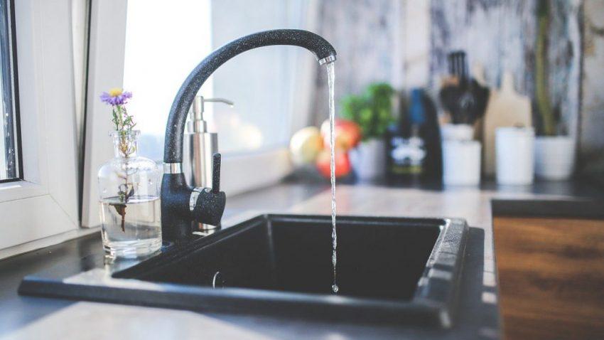 apa curata in bucatarie